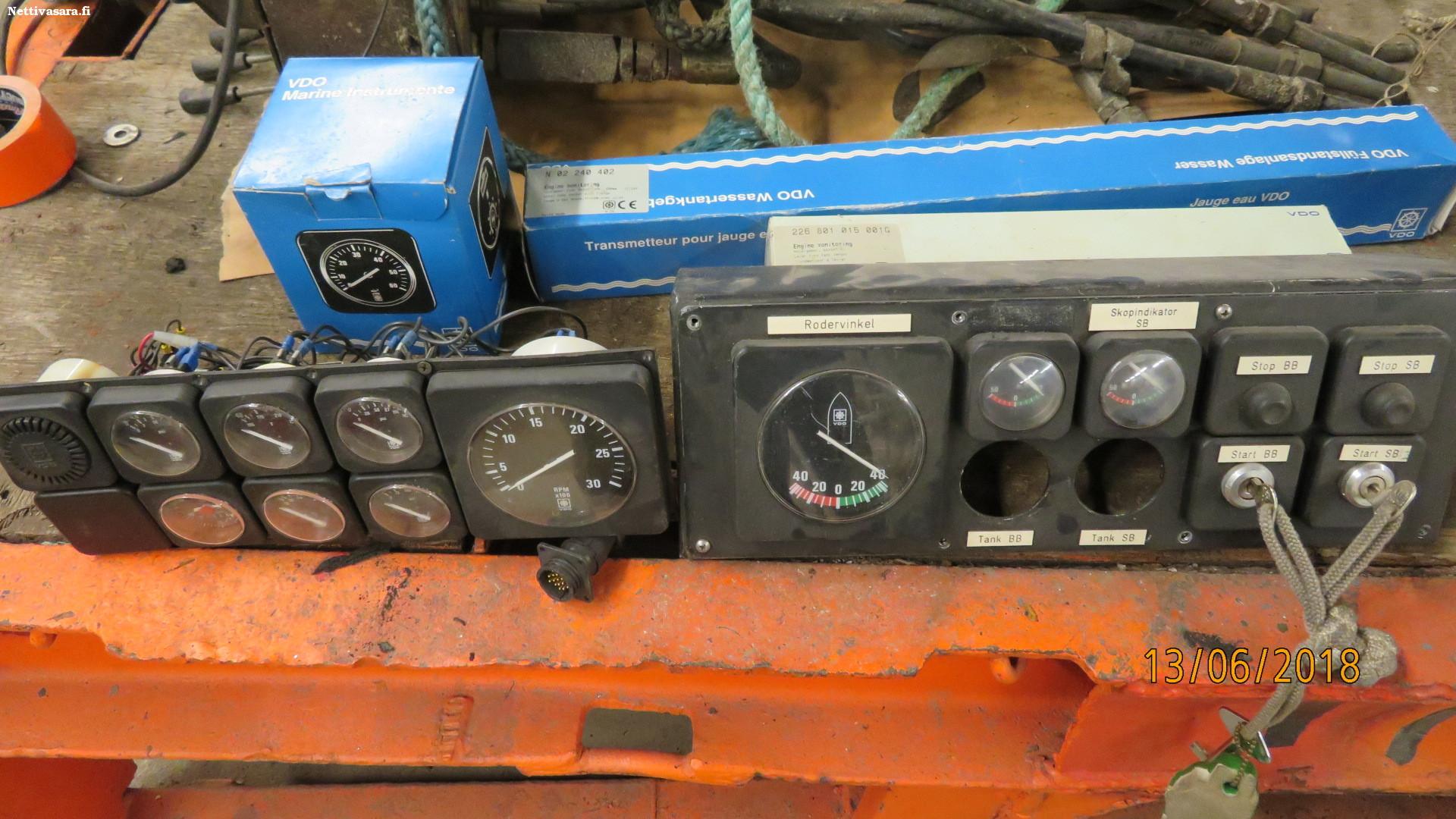 Firewire 400. = TS-plugi – TS-plugi (instrumentti kaapeli).